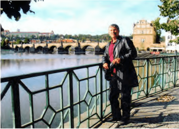 Artist-Photo_Charles-Bridge_2003